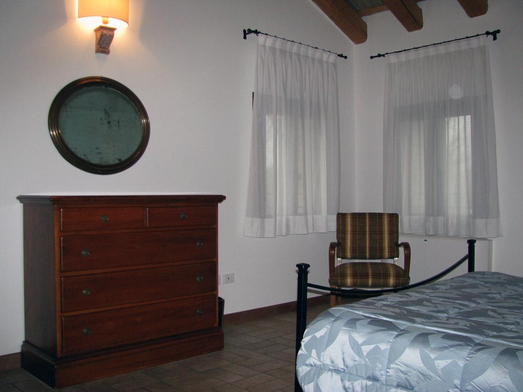 Il lucernaio appartamento di 55 mq a breda di piave for Camera da letto del soffitto della cattedrale